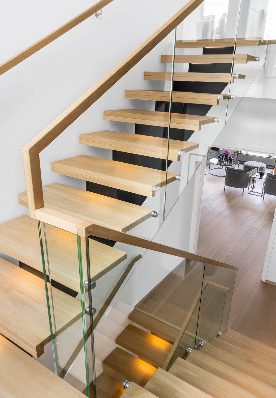 Boltet glassrekkverk til trapp
